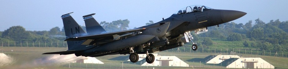 military-jet-1096881_1280